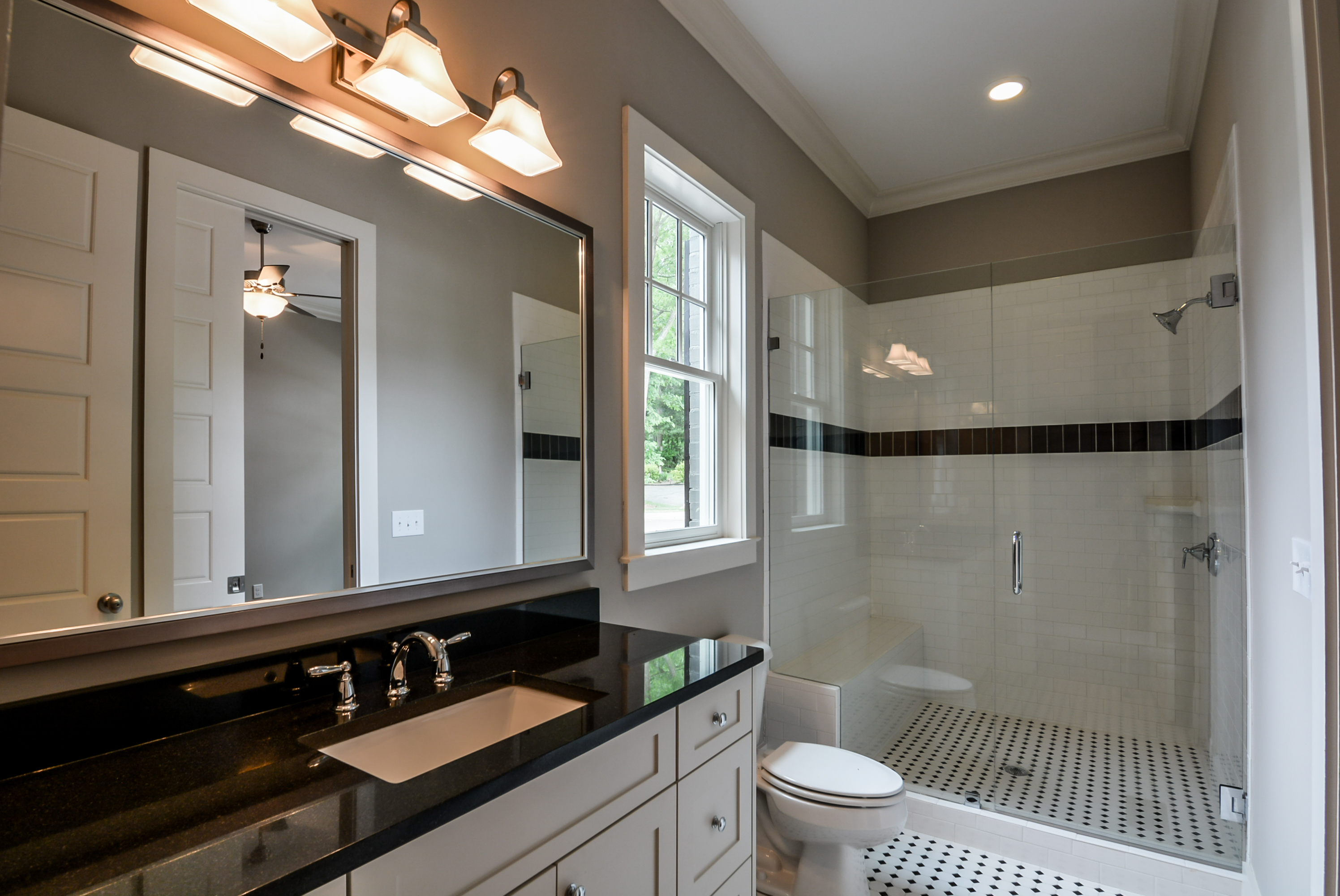 Black & White Retro Bathroom